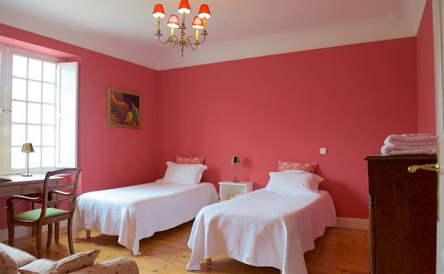 la-chambre-rose-avec-deux-lits