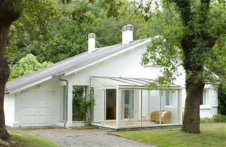The Gatehouse - white bungalow with conservatory and gardens