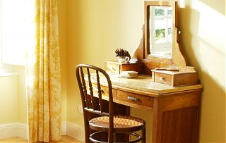 Dressing table in the Yellow guest room at Clos Mirabel