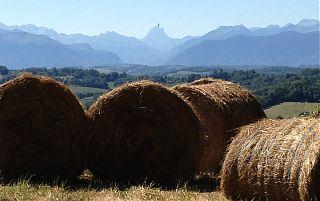 Lever du jour-Vue de toute la chaine des Pyrénées Atlantiques