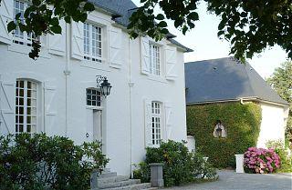 Le Manoir de Clos Mirabel - maison blanche