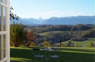 La Terrasse avec vue sur le Pic d'Ossau.